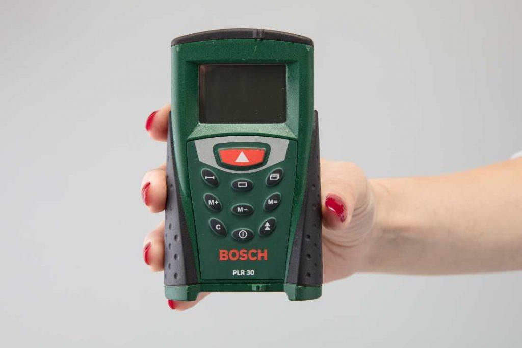 a female hand holding the Bosch plr30
